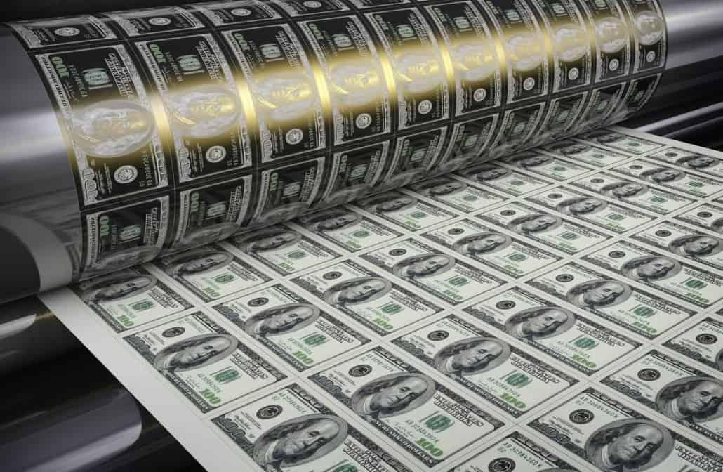 В среду, 7 октября, вечером были опубликованы протоколы заседания Комитета по открытым рынкам ФРС США (FOMC). Инвесторы получили от монетарных властей нужные сигналы, что и позволило рынкам расти во второй половине недели. В ФРС продолжат выкуп активов на открытом рынке (QE), поддерживая высокий уровень ликвидности. Более того, в случае необходимости, ФРС готова наращивать покупку и казначейских ценных бумаг, и ипотечных ценных бумаг. Фактически это значит, что никаких опасений относительно размера эмиссии у управляющих нет.